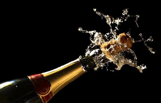 2078227_Champagne-Celebration-Celebrate-700x450