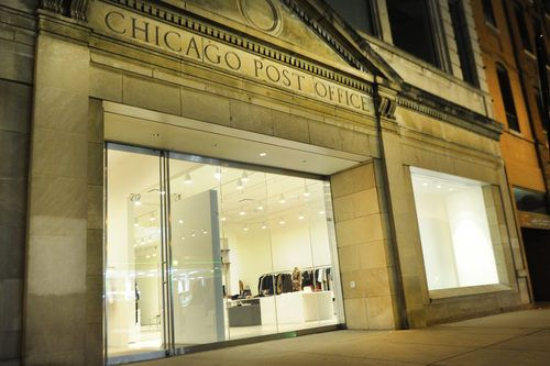 Minimalist Chicago store specializing in sophisticated women's apparel, plus shoes & accessories.